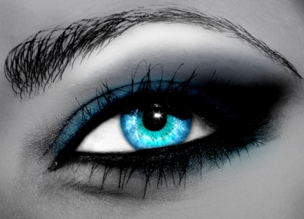 How your eyes can seduce a woman